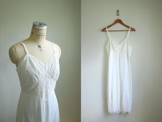vtg 1950s INNOCENCE....White Lace Nylon Slip // Med-Large