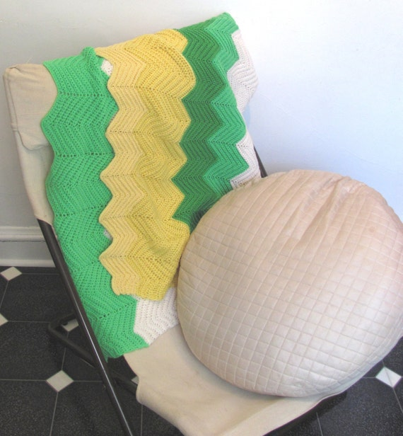 Vintage Zig Zag Handmade Crochet Blanket / Spring Sunshine and Green Grass Throw