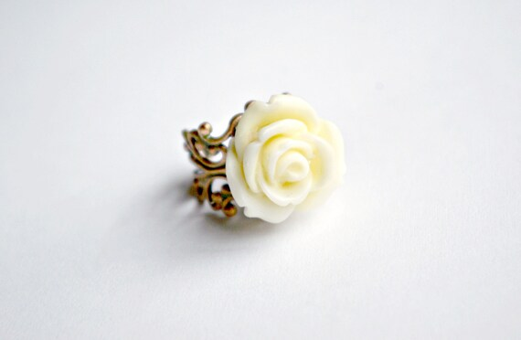 Mediano Buttery Ivory Rose Ring