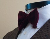 The Glasgow - Our big bow tie in red velvet