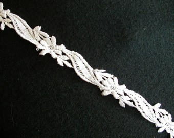 Narrow White Lace Trim  1 Yard