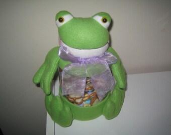 Frog with Pretzel M&M Treats