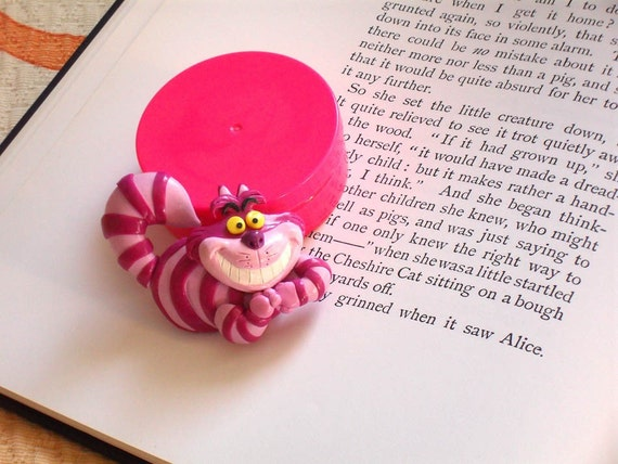 Chesire cat brooch in polymer clay