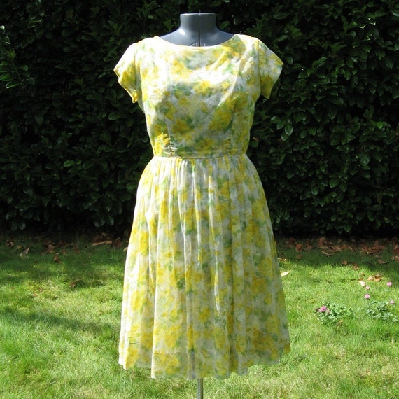 43B-33W-50H, yellow roses chiffon overlay party dress, vintage 50s / 60s, plus size