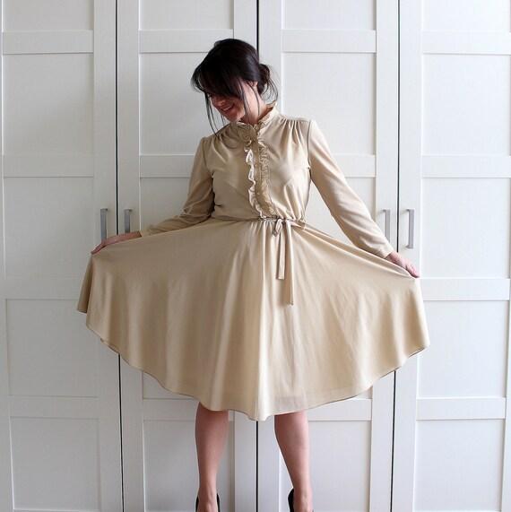 Vintage Shirtwaist Dress, 50s Day Dress Large, Camel Beige Shirt Dress Full Skirt Dress, size Large