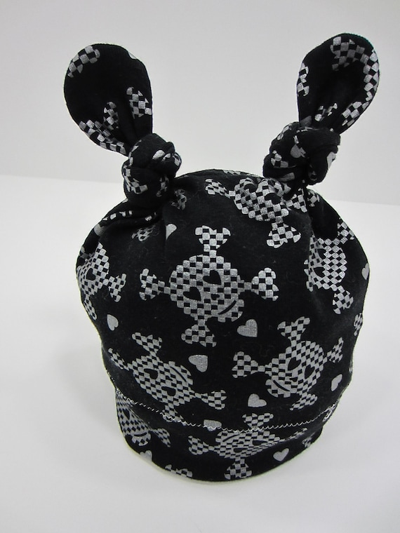 Double Knot Cotton Hat with silver skulls and crossbones