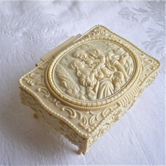 Jewelry Box, Vintage Box, Romantic, Love, Flowers, Kitch, Retro, Woman and Man, Plastic