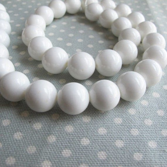 Giant clam beads, 12mm round shape white color, 16 inch strand