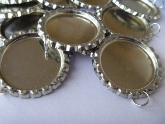 300 Flattened bottle cap pendants with split ring attached