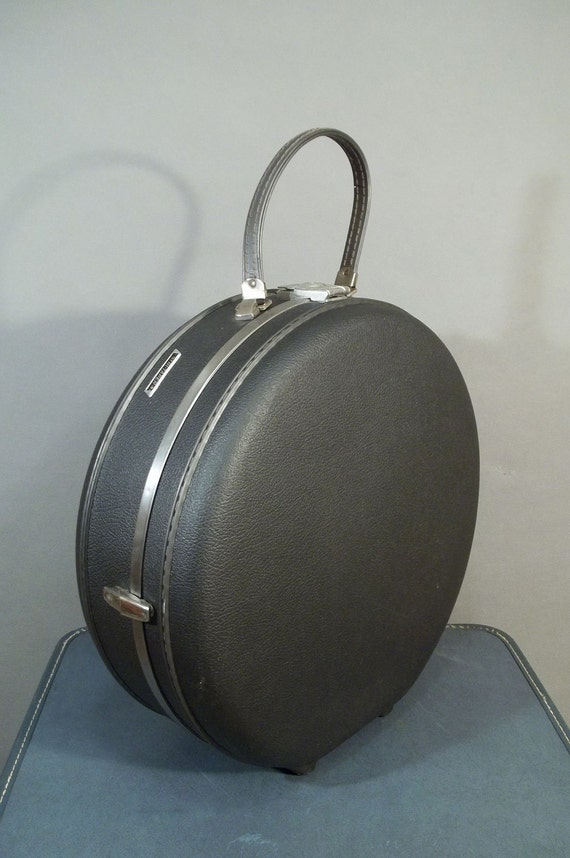 Original 60s Vintage Gray AMERICAN TOURISTER Round Travel Case.
