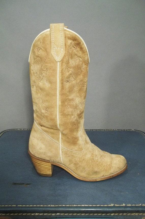 Vintage 70s Tan Suede Campus Western Boots. Women Size 8M (39 Euro)
