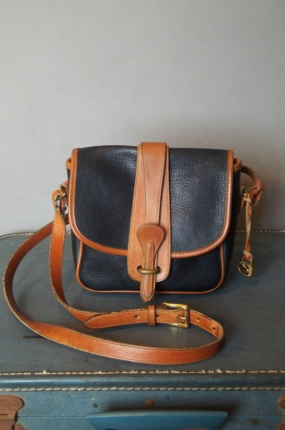 Vintage Square DOONEY And BOURKE Croosover Bag.