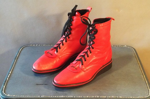 Vintage Very RARE Red LAREDO Foam Sole Lace up Boots. Made in usa. Women Size 10m  (42 Euro)