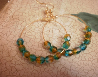 Hoops with beads in green and yellow tone / weeding day /bride/ free shipping/ ready to ship
