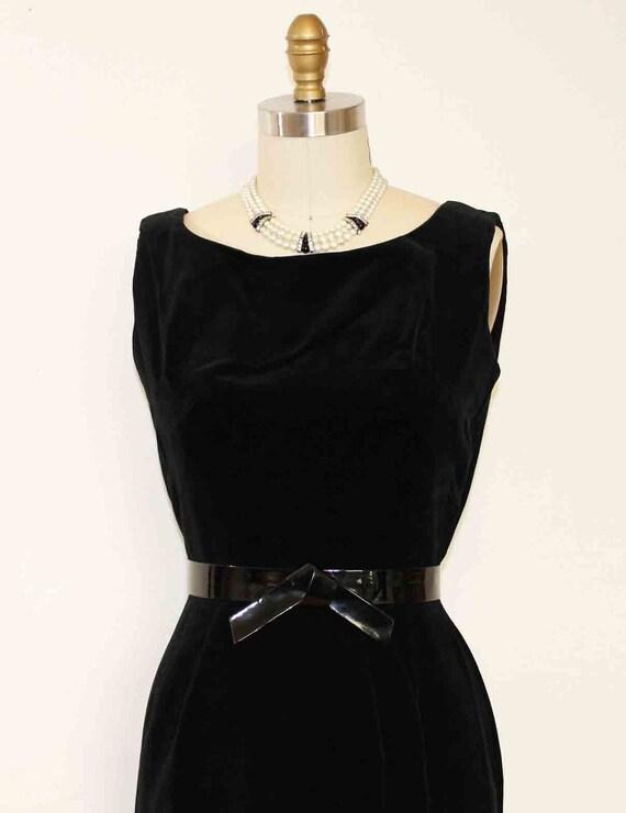 """1960s Black Velvet Sleeveless Shift Dress Bust Size  36"""""""