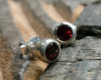Sterling Silver Studs, Garnet post Earrings, Silver minimalist Earrings, Silver and Garnet Earrings, Silver and Garnet Studs, Red Earrings.