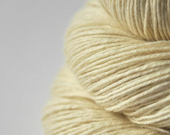 Ghost - natural BFL Sock Yarn Superwash