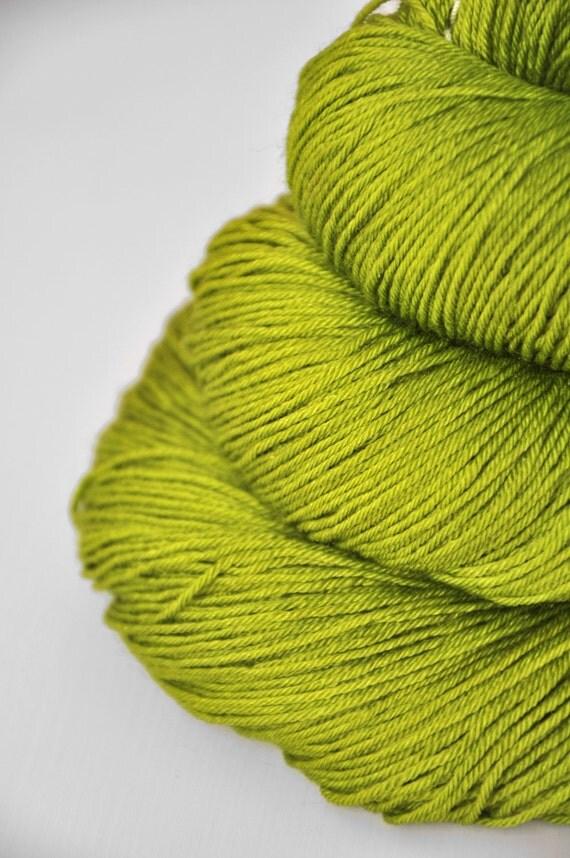 Oversaturated buds - Merino/Silk superwash yarn fingering weight