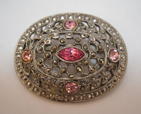 Unsigned 1928 company Victorian revival brooch