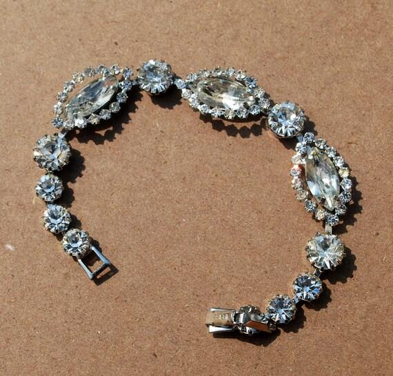 vintage rhinestone weiss tennis bracelet signed. Black Bedroom Furniture Sets. Home Design Ideas