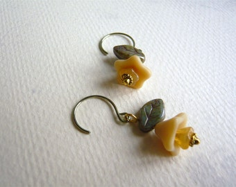 Floral Earrings - Creamy Beige and Spruce Drop