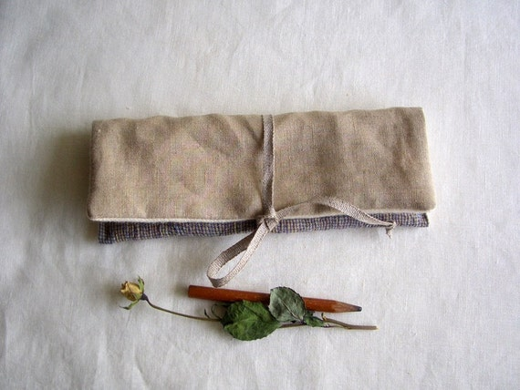 Pencil pouch ( light brown  x  small check )