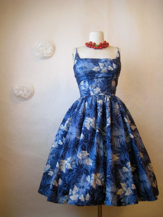 vintage 1950s calla lily dress. blue hawaiian dress. garden tea party full skirt dress.