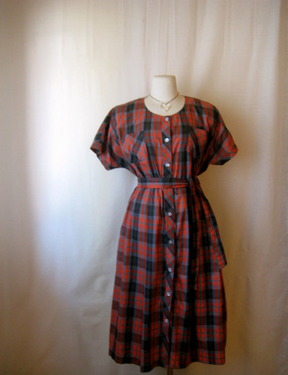 vintage dress. red plaid shirtwaist dress. button front. 1950s style.