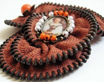Brown Flower Zipper Pin