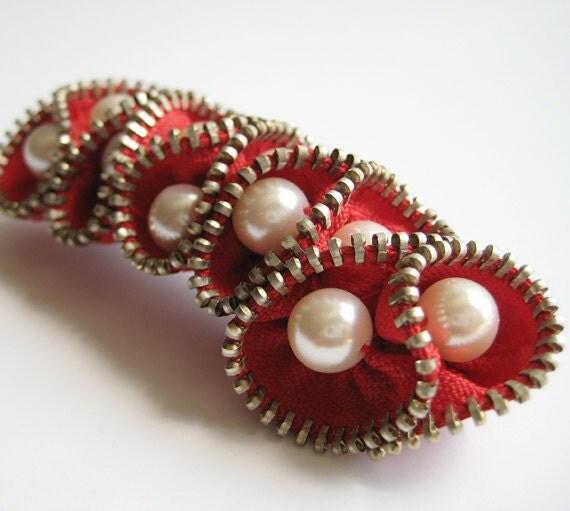 Red Pearl Zipper Brooch Pin