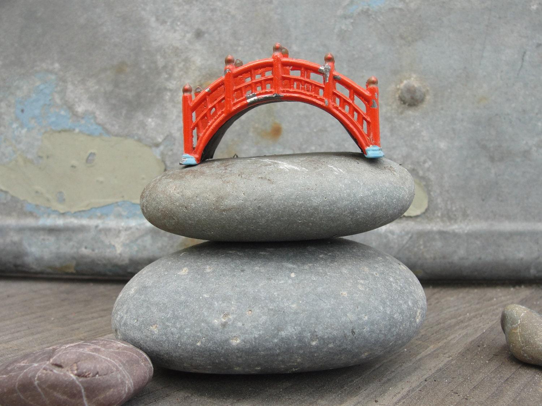 Vintage mini japanese garden foot bridge for Mini japanese garden