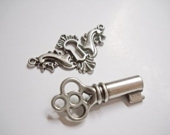 Keyhole Connector Keyhole Pendant Key and Keyhole Escutcheon Silver Keyhole Pendant Keyhole Charm Skeleton Key Silver Keyhole Link