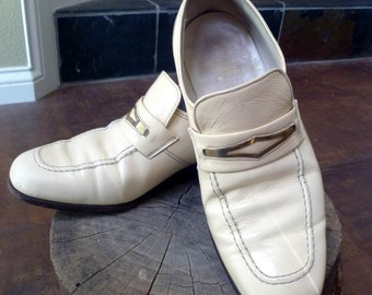 FRENCH SHRINER Quality Patent Leather Shoes, Ivory with brass accent, 1960's HOLLYWOOD Retro