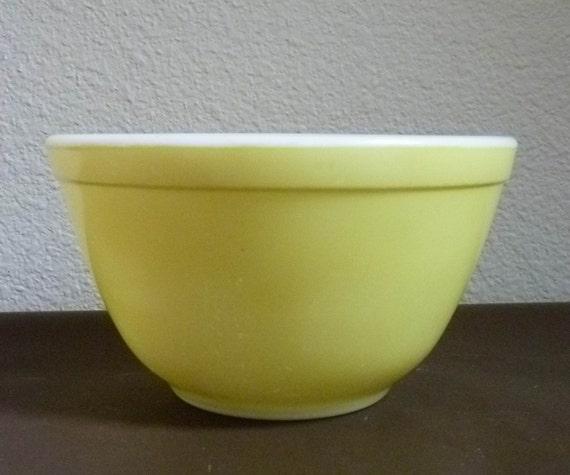 Vintage Pyrex LEMON yellow, ovenware GLASS bowl