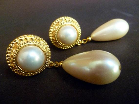 Classic PEARL TEARDROP earrings, clip-on, goldtone, WEDDING