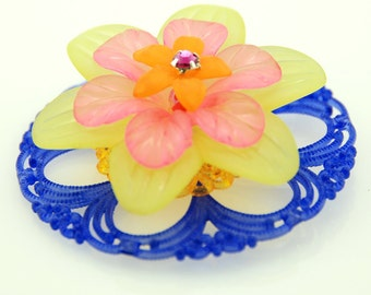 Vintage Lucite Flower Pendant Cobalt
