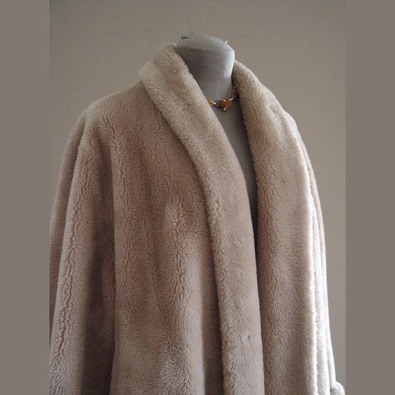 Faux Fur Coat Vintage 1940s Womens Rothmoor Borgana Swing Clutch Coat Shawl Collar Roll Cuffs Pale Beige Faux Fur