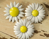 Vintage Daisy Brooches