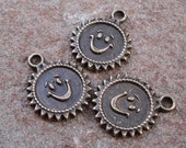 10pcs-Charm, antiqued brass pewter, 21x17mm round with face.