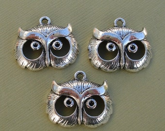 SALE-Antique Silver  Owl Head Pendant Charm- 3 pcs.