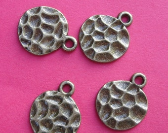 10pcs-Pendant Charm Flat Hammerd Round Antique Bronze 14mm.