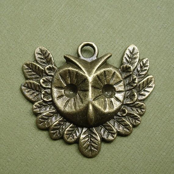 Antique Bronze Owl Head Pendant Charm- 4 pcs.