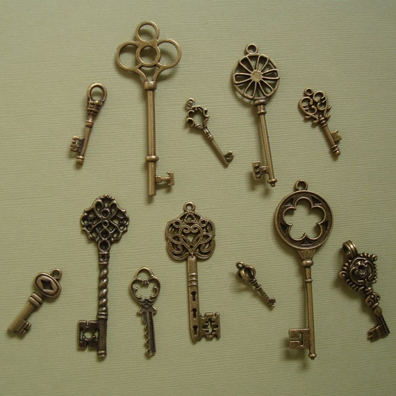 Antique Bronze Skeleton Key Charm Pendant 78x36-27x9mm - 12 pcs.