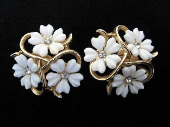SPRING SALE - Vintage TRIFARI Milk Glass and Rhinestone Daisy Earrings