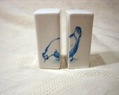 Delft blue salt and pepper set, chicken. Made to order