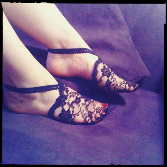 Japanese inspired lace demi socks