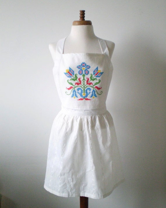 Vintage Full Apron - White Eyelet, Cross Stitch Folk Design M-L