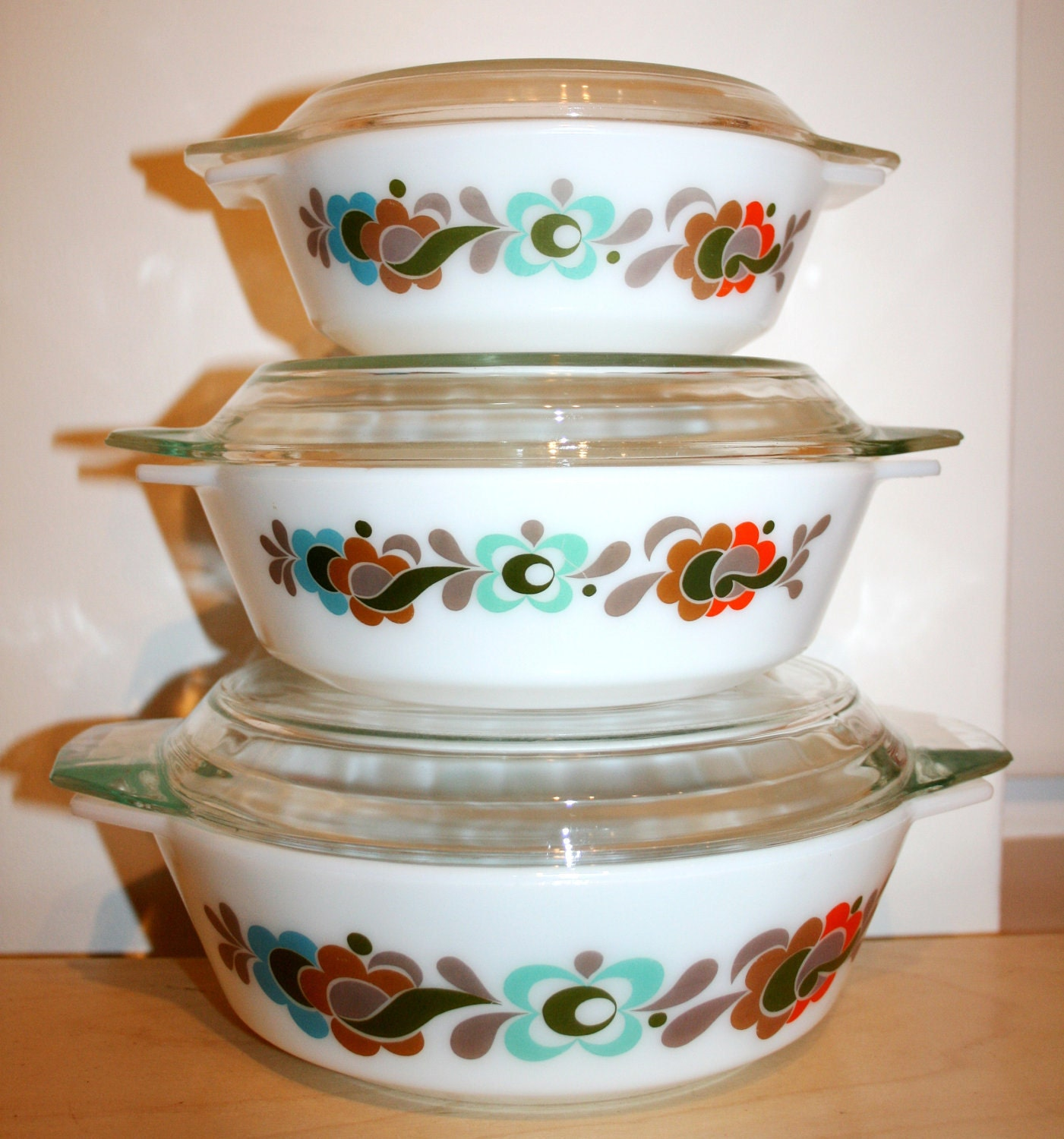 3 vintage carnaby tempo pyrex casserole dishes sixties. Black Bedroom Furniture Sets. Home Design Ideas