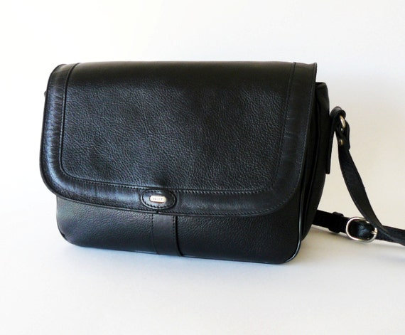 Authentic Classic Vintage Bally Black Pebble Leather Shoulder Bag Made in Italy