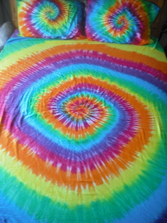 Tie dye King bed sheet set reserved for Gavins Mommy